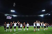Преображение Марио. Победа Германии над Голландией в картинках