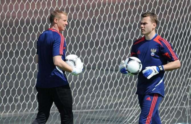 Кто будет вратарем сборной на Евро-2012: Акинфеев или Малафеев?