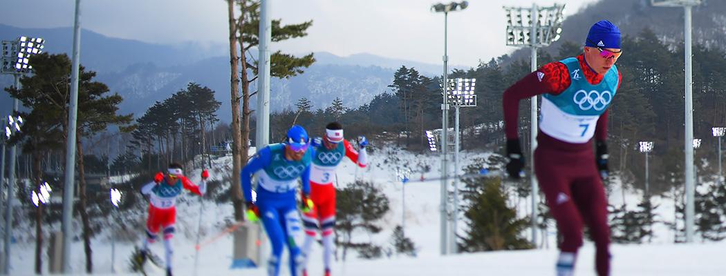 У Большунова серебро в лыжном марафоне, Ларьков взял бронзу. Онлайн Олимпиады
