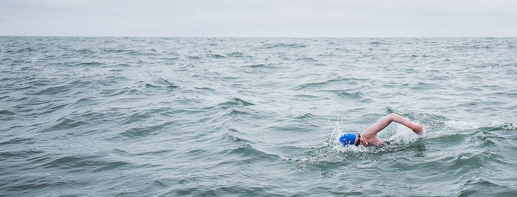 Она бьет рекорды в океанах. Среди акул