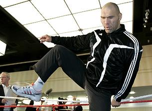 Николай Валуев: «Все почему-то забывают о колоссальном опыте Холифилда»