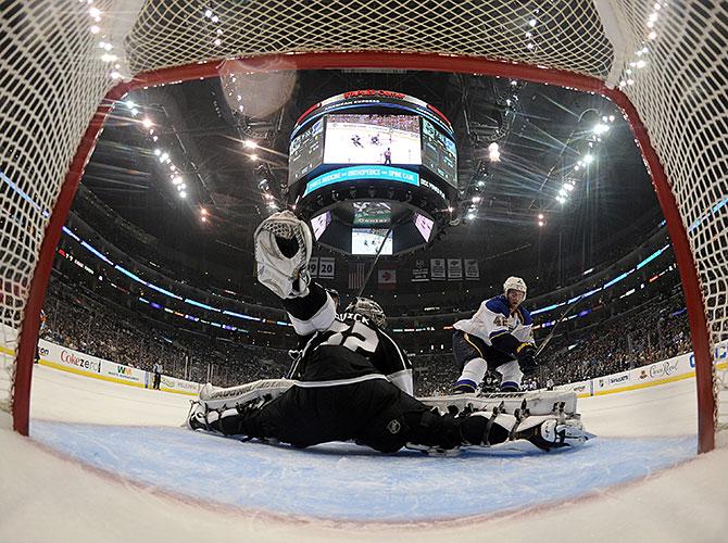 Пародия на хоккей. Все, что нужно знать о плей-офф НХЛ 2-5 мая