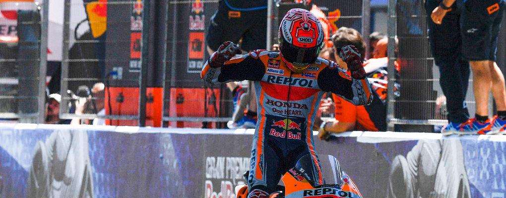 Чемпион MotoGP очень любит танцевать. Даже во время гонок