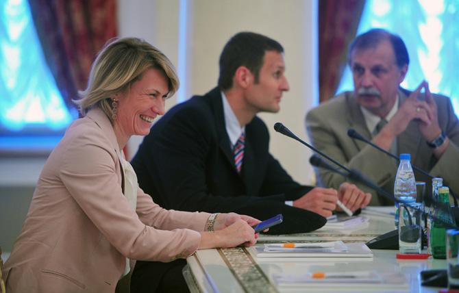 Юлия Аникеева: «Хотелось бы задать вопрос: кто стоит за Светланой Абросимовой?»