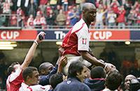 Виейра, Бергкамп и еще 15 игроков, завоевавших последний трофей «Арсенала»