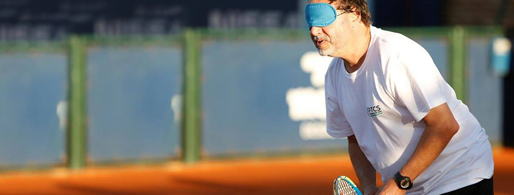 Оказывается, существует теннис для слепых. Играют на слух