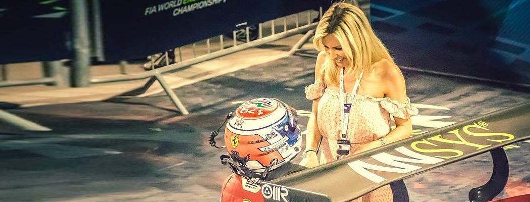 Пилот сделал предложение девушке сразу после победы в гонке