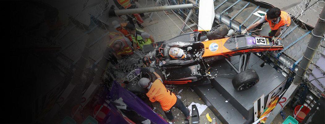 Гран-при Макао очень аварийный. В этот раз машина ракетой улетела с трассы
