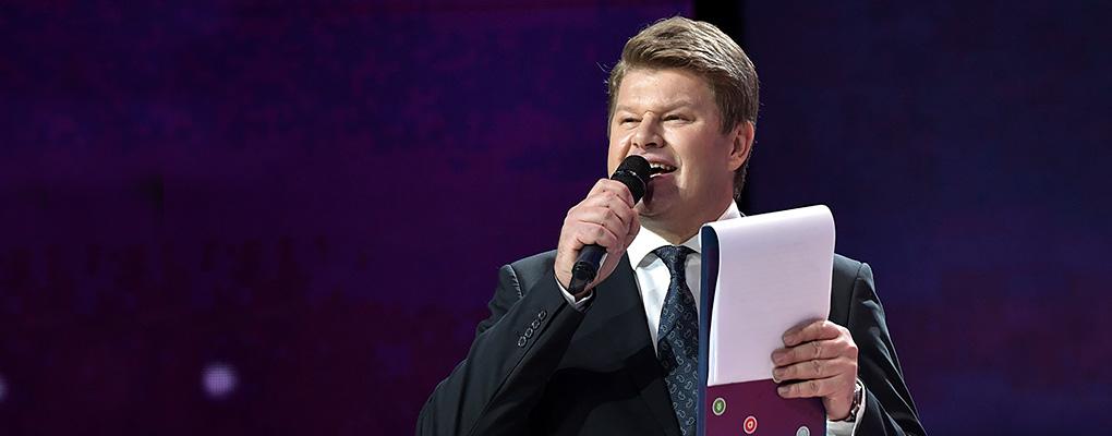 Губерниев – главный политический конферансье. Официально