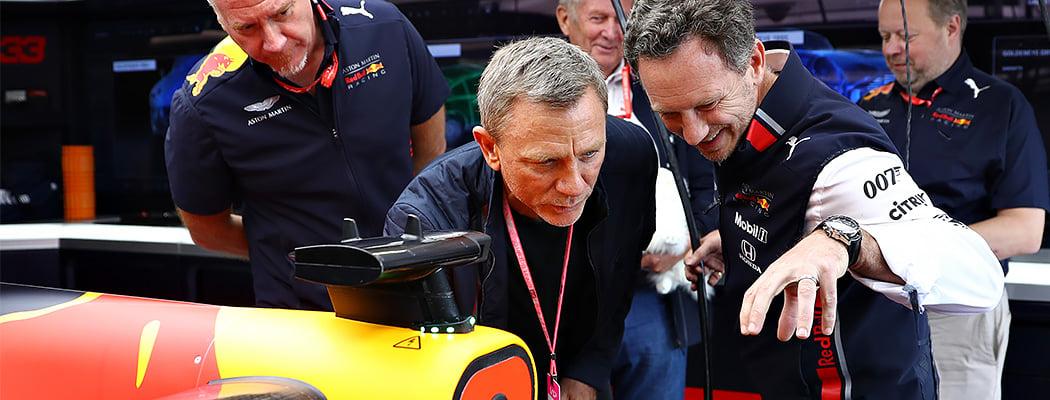 Агент 007 побывал на Гран-при Великобритании. Кажется, в новом фильме его заменит темнокожая героиня