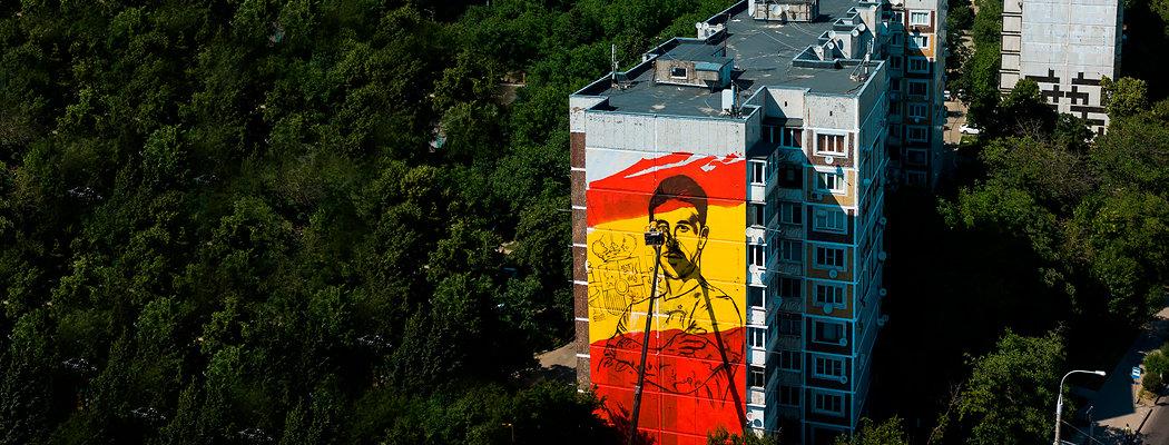 Яшин, Месси, Рамос – мощные граффити на русских многоэтажках