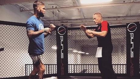57-летний Ван Дамм ударил экс-чемпиона UFC в спарринге. Парень взбесился