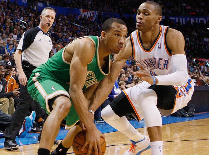 Разыгрывающие НБА молятся, чтобы им не довелось играть против этого парня